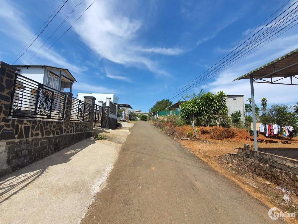 Kẹt tiền cần bán gấp nhà mặt tiền đường Nguyễn Bá Ngọc, Tp. Bảo Lộc