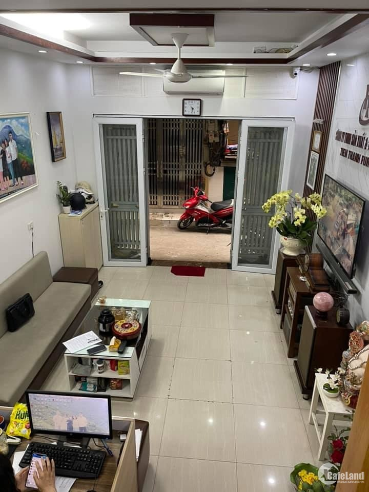 Nhà Phố Tôn Thất  Tùng -Đại Học Y Hà Nội dt35m 7Tầng giá 3.7 tỷ.