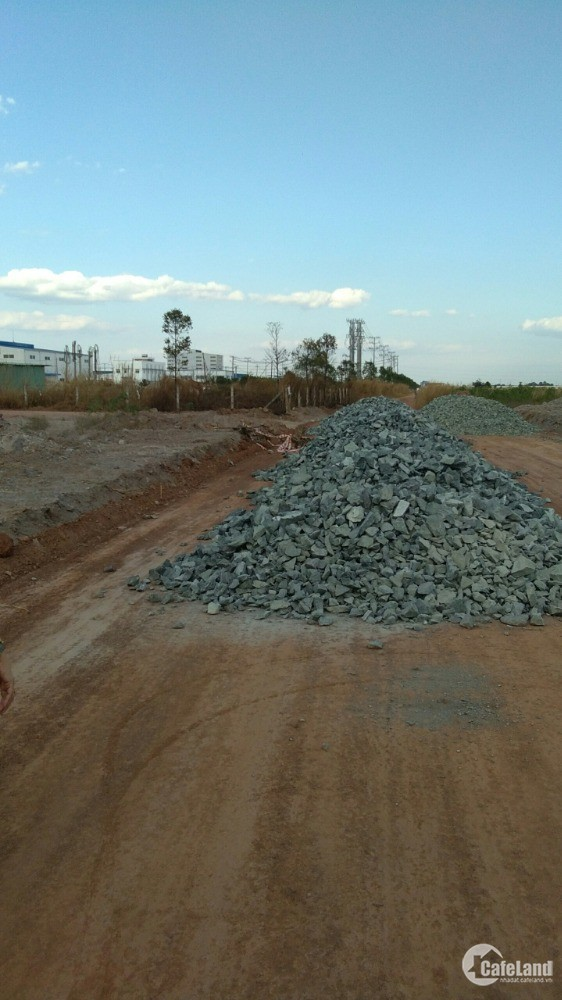 Cần bán lẹ miếng đất thổ cư gần kdc, trường học, cách kcn vài trăm mét