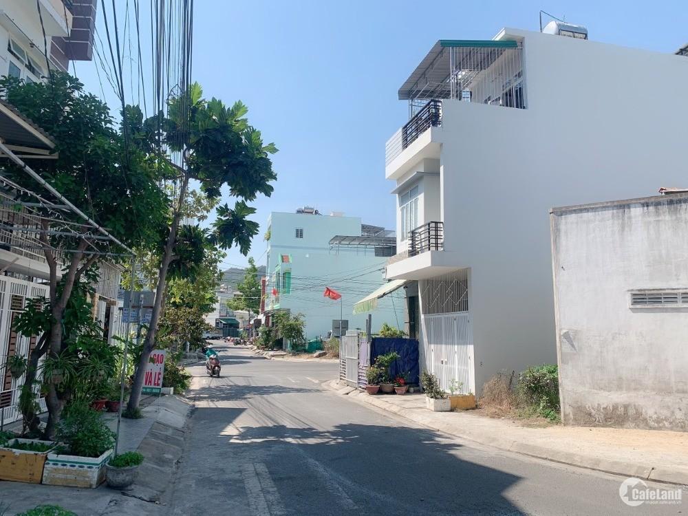 Cần tiền bán gấp lô đất cực đẹp gần biển nằm trong khu dân cư đông đúc
