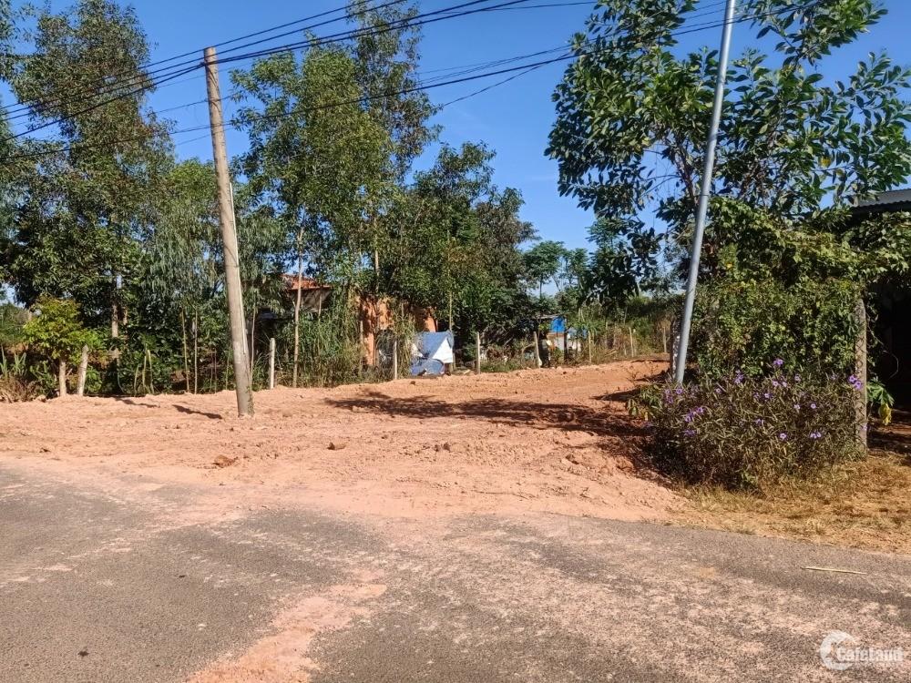 Cần bán lô đất mặt tiền đường nhựa chính