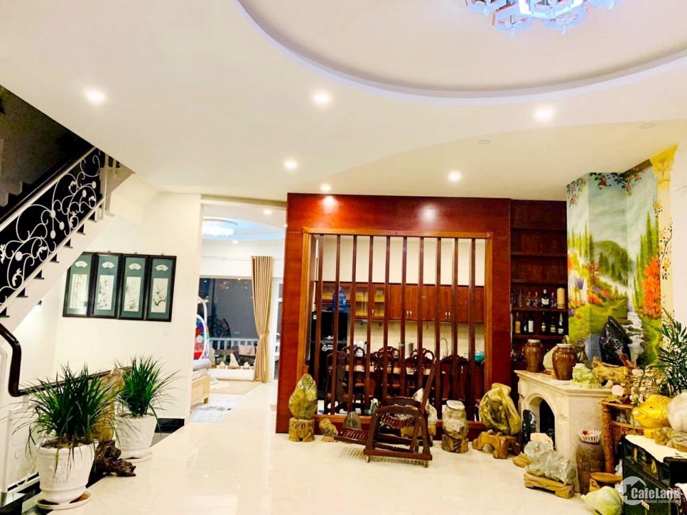 Bán nhanh biệt thự  DT 200 m2 , 6PN  mặt tiền KQH Nguyễn Khuyến , P.5, Đà Lạt