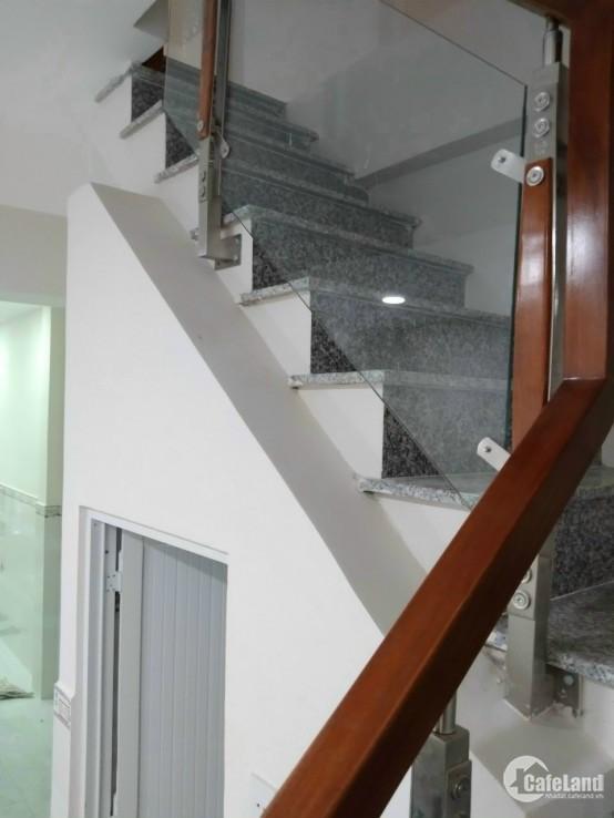 Nhà bán đường Hòa Hưng giáp Cách Mạng Tháng 8 phường 13 quận 10. 0902010084