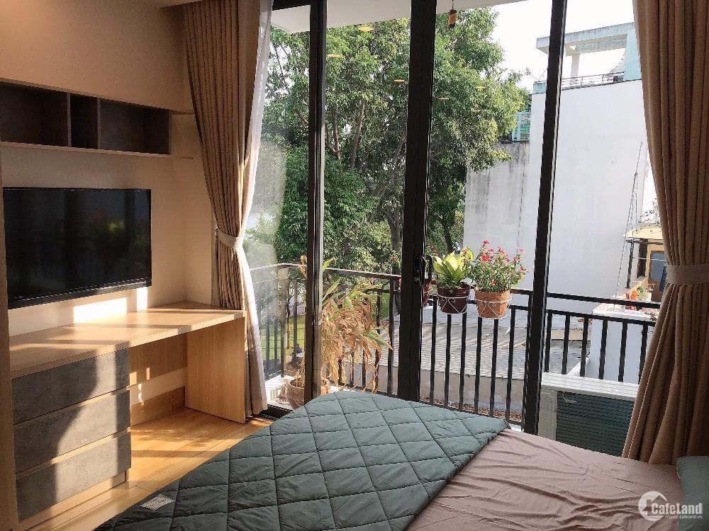 Căn hộ đủ nội thất có ban công view sông quận Phú Nhuận