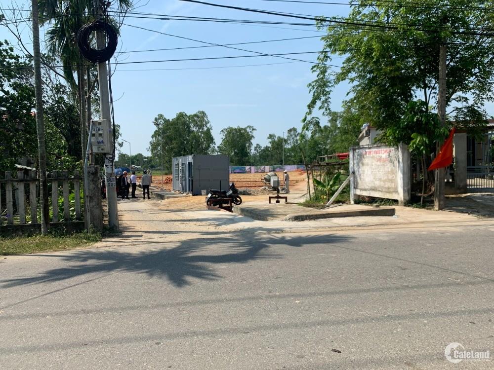 Sát Chợ lệ trạch Đà Nẵng, Giáp đường nhựa liên Thôn , khu dân cư đông đúc
