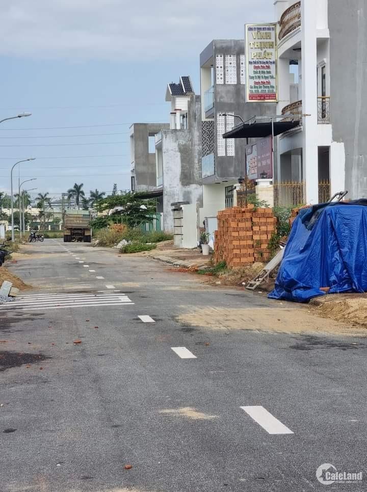 Cấn bán 2 lô đất liền kề hướng Tây khu đô thị Phú Mỹ Quảng Ngãi LH 0981036778