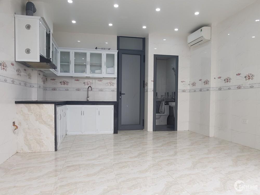 Cực hot, nhà mặt phố Phạm Văn Đồng, DT 58m, 5T, MT 6m, giá 7.9 tỷ