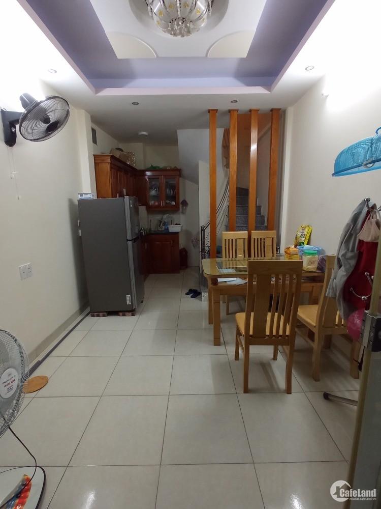 Cho thuê nhà riêng 4 tầng 2PN ở Lĩnh Nam, oto đỗ cửa 6.5 triệu/tháng