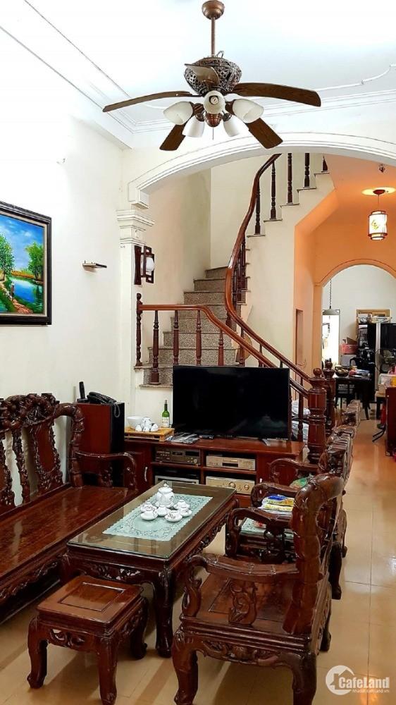 Bán nhà Nguyễn Khánh Toàn, nhà kinh doanh, vị trí lô góc 56m2 giá tốt 5 tỷ.
