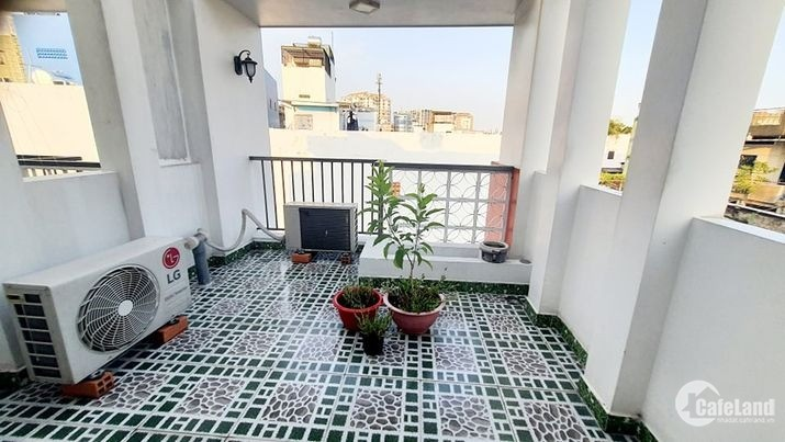 Bán nhà đường Lạc Long Quân Tân Bình, giá rẻ, 38m2, 4 lầu, 4 phòng ngủ
