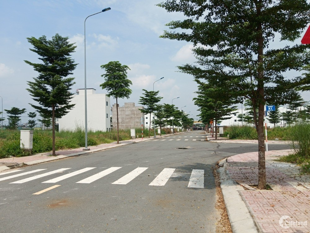 Nhà Phố Long Hậu,Cách Sài Gòn 15km,1 trệt 2 lầu,Ưu đãi 150 triệu sở hữu ngay.