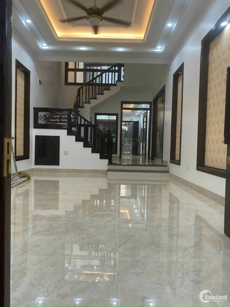 Bán nhà mặt đường Phùng Chí Kiên, TP HD, 4 tầng 67.5m2, mt 4.5m, nhà cực đẹp, ch