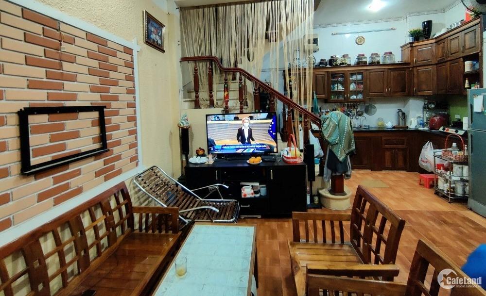 Nhà Phạm Văn Đồng 35m2, 6T, khu phân lô oto tránh, KD đỉnh, 6.2tỷ