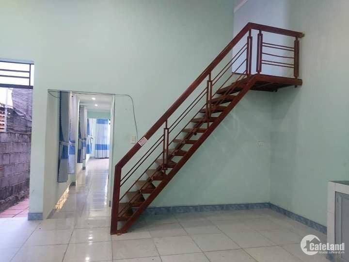 Nhà gác lững 291 Nguyễn Văn Cừ cách đường chính khoảng 70m.