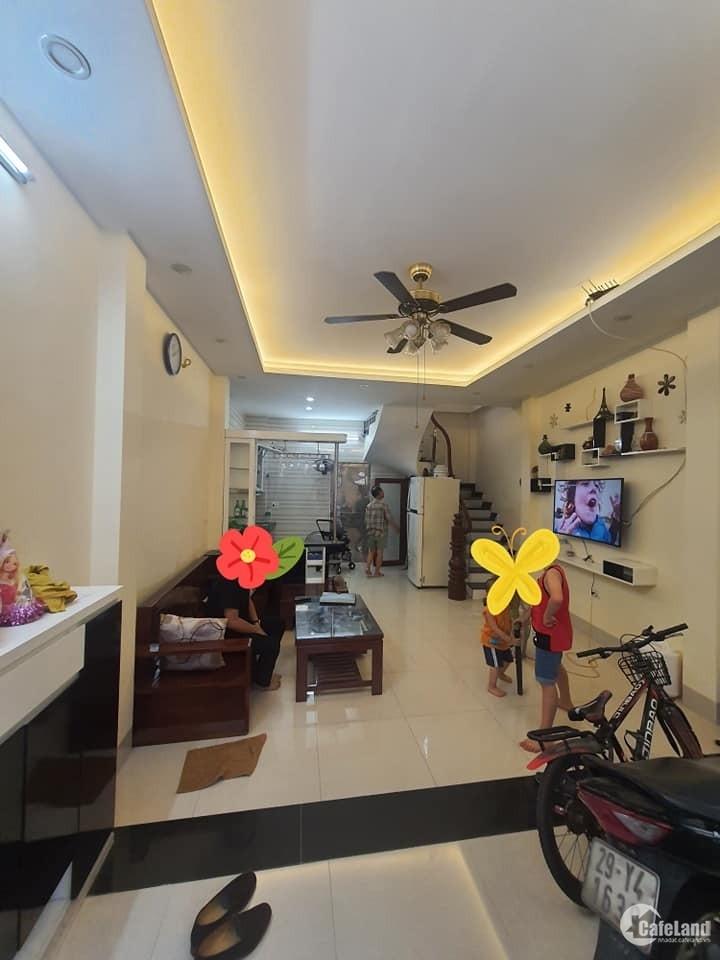 Bán nhà Hoàng Quốc Việt, Oto tránh, nhà cho thuê văn phòng 40m2 giá 6.6 tỷ