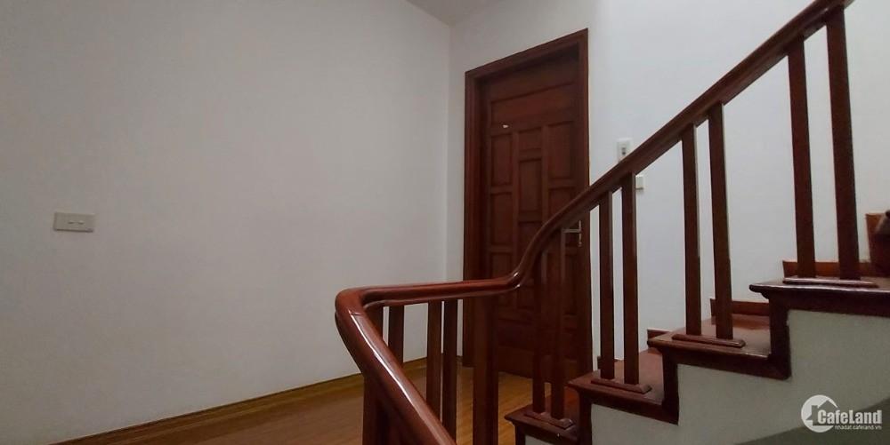 Nhà Lạc Long Quân 35m2, 5T, tặng hết nội thất, khu an sinh đỉnh, 3.8tỷ