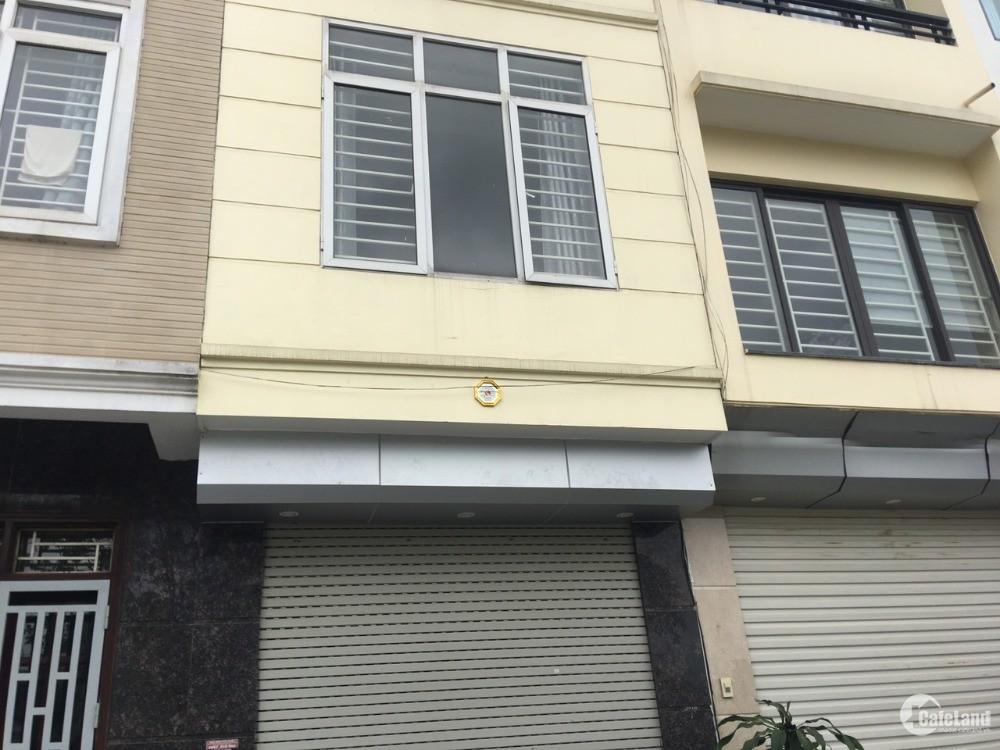Bán nhà 3 tầng diện tích 70m ngõ 548 Nguyễn Văn Cừ giá bán vội
