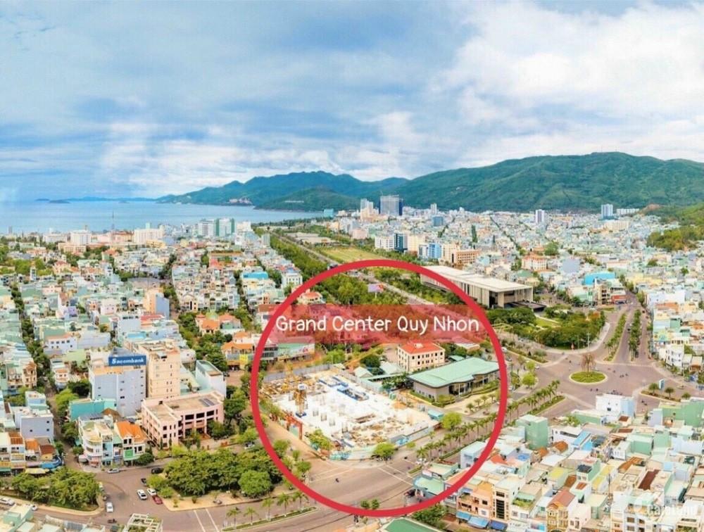 Bán căn góc Grand Center 2PN, diện tích 70m2, giá 32tr/m2 đã có VAT, tặng vàng