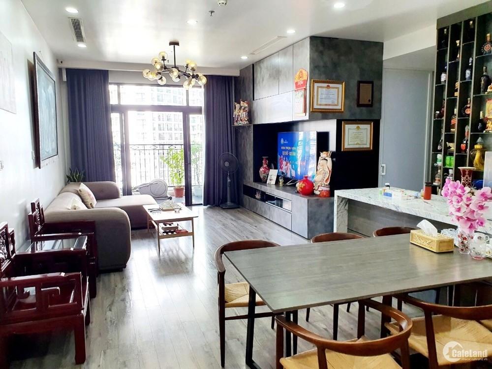 Bán gấp chung cư 3 ngủ Vinhomes Royal city 72 Nguyễn Trãi.