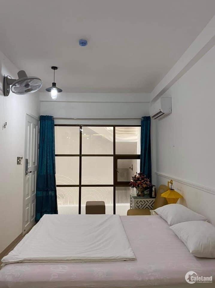Bán khách sạn 32 phòng đường Phan Văn Trị cách biển 50m. Phường Thắng Tam.