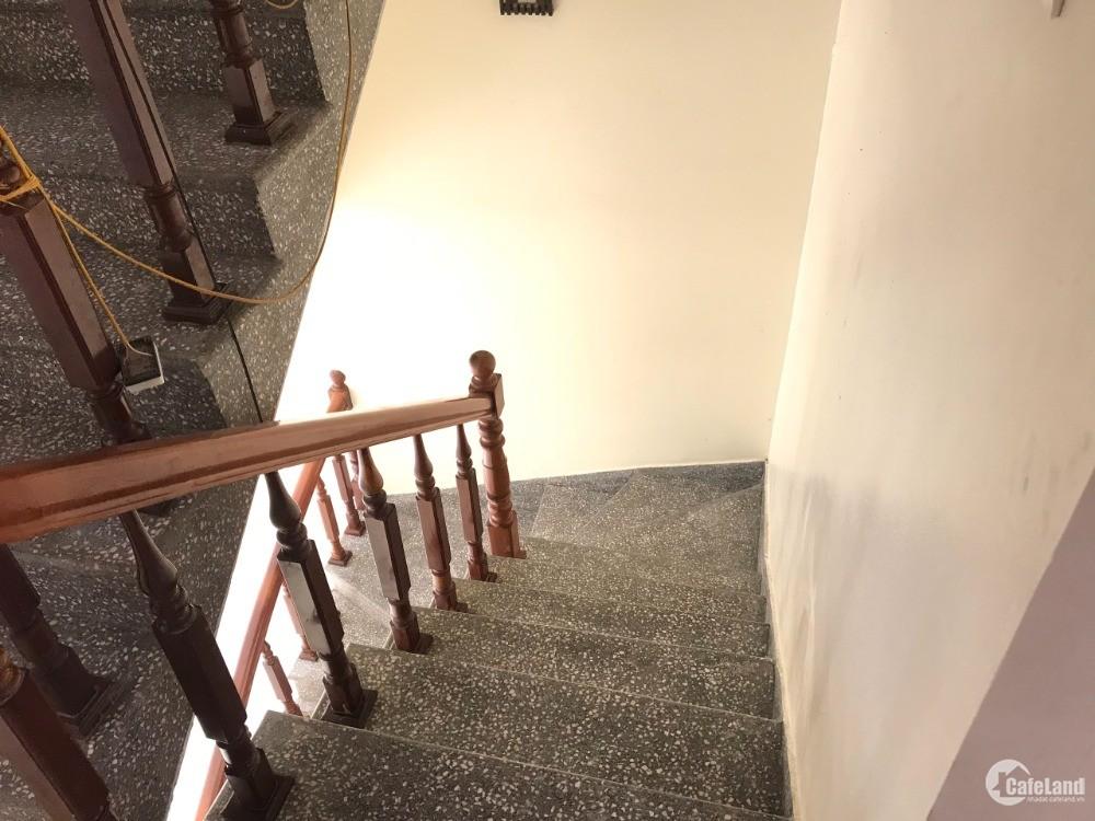 Nhà 2,5 tầng, giá cực mềm tại TP Bắc Ninh. Nhà kiên cố, chỉ việc mang đồ về ở