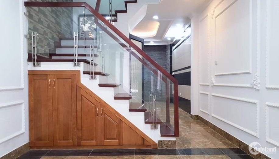 Nhà Dịch Vọng 50m2x5T, nhà mới coong nội thất đẹp, sát phố, 6.2tỷ