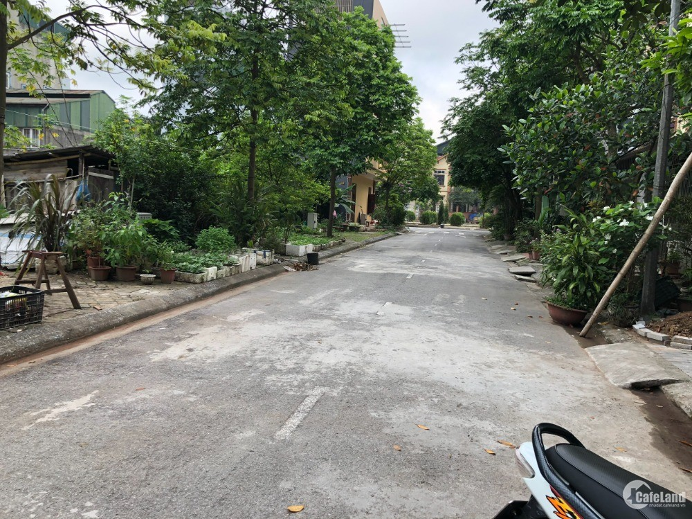 Bán 75m2 đất Xuân Thuỵ, Kiêu Kỵ, đường ô tô tải đỗ cửa,mặt tiền 7,5m .