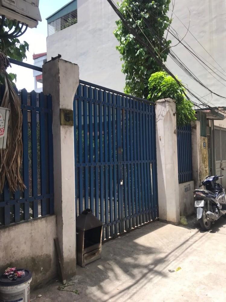 Gia đình tôi cần bán gấp lô đất mặt phố Trường Lâm, Long Biên, lô đất 2 mặt tiền