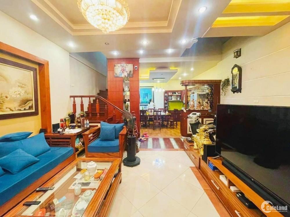 BÁN GẤP nhà Tôn Thất Tùng, 5Tx70m, gần phố, nhà đẹp. 8,5 tỷ.