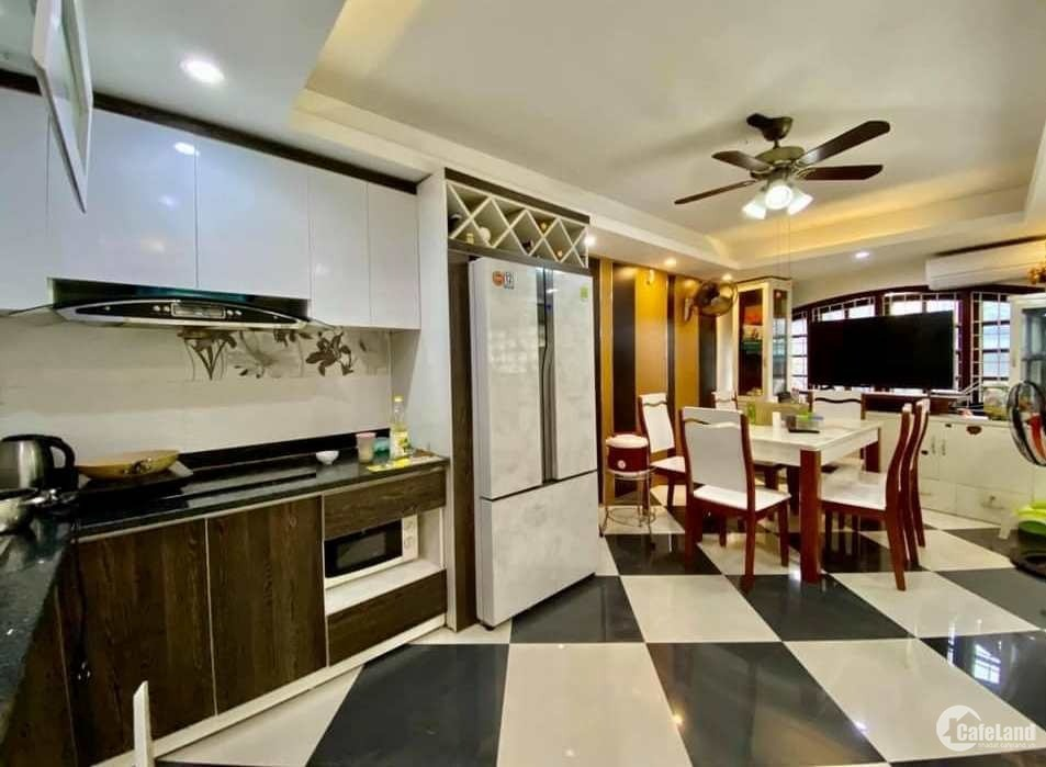 Tôi bán nhà mặt phố Đại La sầm uất gần chợ Mơ, MT rộng 120 m2 chỉ 29.9 tỷ.