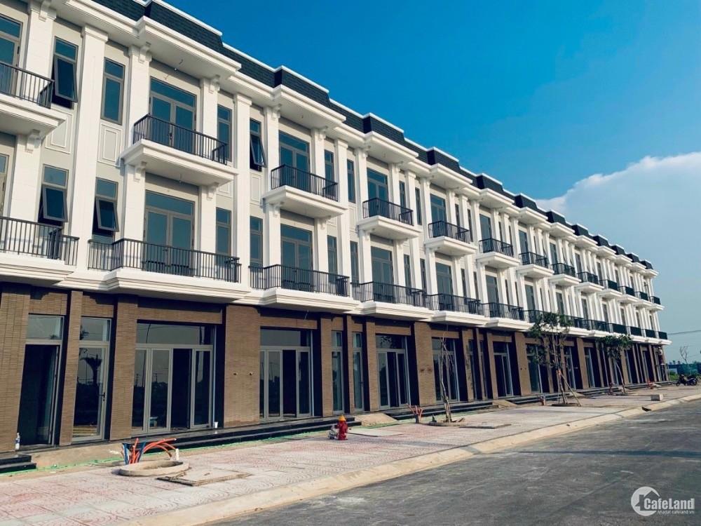 Cần bán shophouse 1 trệt 2 lầu 1 tum 2 sân thượng mt đường. 50,5m chợ Hưng Long