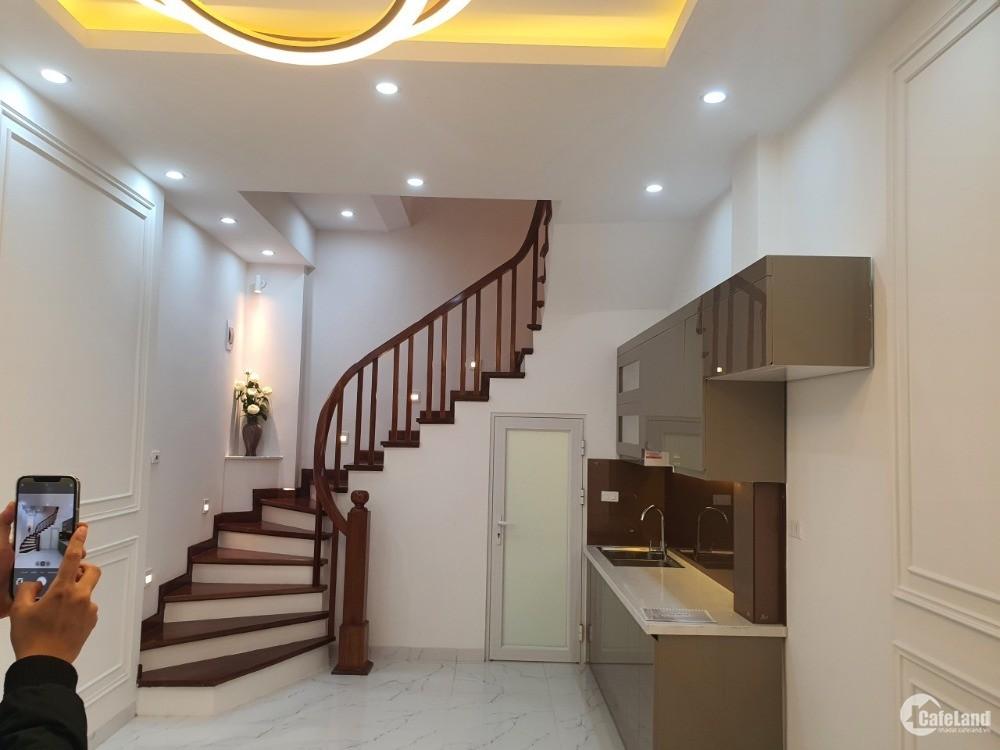 Bán nhà 8A ngõ 381 Nguyễn Khang 57m2 5 tầng 6.5 tỷ Lh 0386380199