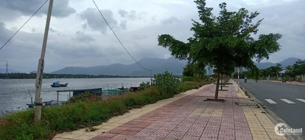 Bán Đất Ven Đầm Thủy Triều Cam Hải Đông Gần Sân Bay Cam Ranh. LH. 0973078745