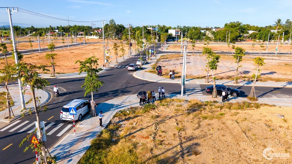 Dịch trụ ngân hàng không nổi cần bán gấp lô đất ngay Q.lộ 1A giao đường Biển 33m