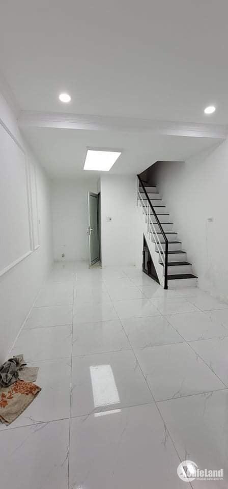 LÔ GÓC ĐẸP phố Tôn Đức Thắng, 28/34 m2, 4 tầng,  3.75 tỷ. Đống Đa. KINH DOANH