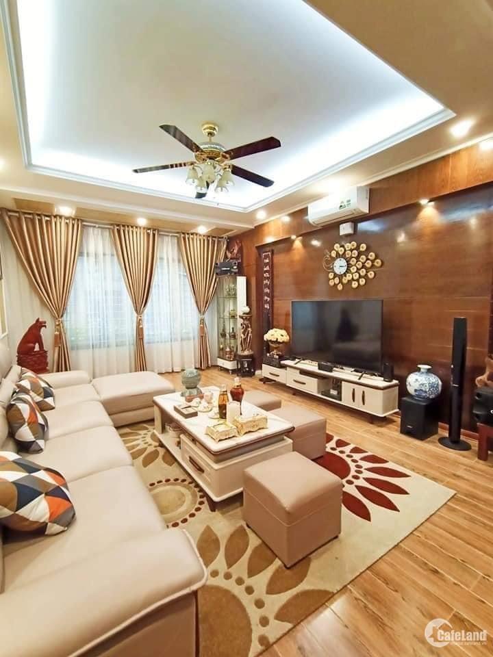 Bán Nhà tặng full nội thất cao cấp phố Nguyễn Phúc Lai, Đống Đa