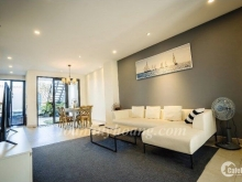 Cho thuê villa hồ bơi gần biển Mỹ Khê 4 phòng ngủ giá 1.100 usd-Toàn Huy Hoàng