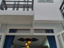 Cần tiền bán căn nhà 1 trệt 1 lầu DT 38m2, 2pn, 830tr, shcc, 1 sẹc Ng Văn QuáQ12