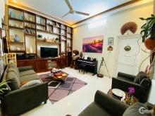 Bán nhà riêng phố Tôn Thất Tùng 72m2 MT 4.3m nhà cũ 3 ôtô dừng đỗ ở đẹp 11 tỷ