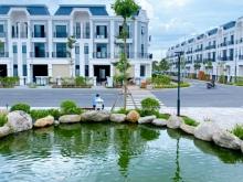 Nhà phố view sông mặt tiền QL1A cách chợ Bình Chánh 10p