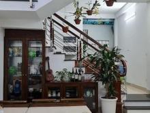 Cần bán nhà mặt phố Hoàng Như Tiếp, Long Biên 50m2, 5T, 4.75tỷ