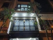 Bán gấp nhà Hoàng Quốc Việt 50m2, 5T, gara 7 chỗ, khu dân trí cao, 9.5tỷ