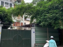 Cho thuê nhà 4 tầng 1 tum ngõ Hồng Hà, ô tô đỗ cửa