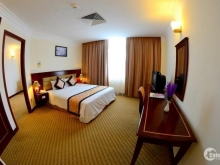 Bán khách sạn 12 phòng đường La Văn Cầu P.Thắng Tam cách biển 50m.