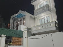 Bán nhà phố Nguyễn Hữu Cầu, ph Ngọc Châu, TP HD, 3 tầng, 137m2, sân vườn, chỉ 3.