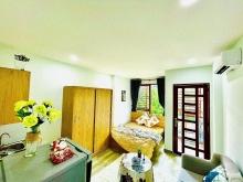 Cho thuê căn hộ đầy đủ nội thất có ban công ngay trung tâm quận 1