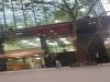 Cho thuê mặt bằng tầng 1 mặt phố 30 Nguyên Hồng, 100m2,mt 10m, lô góc, có hầm, 32tr/th