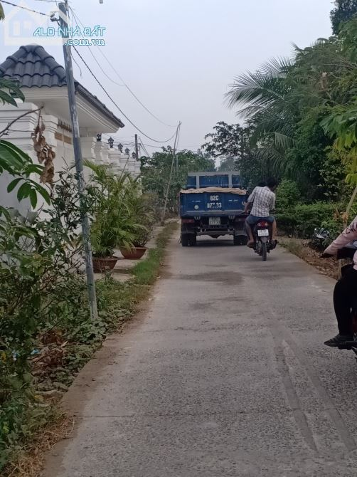 Đất Thủ Thừa Nhị Thành Đường Cầu Móng Cách Trung Tâm Thị Trấn 300m 5x22 thổ giá 730tr TL n