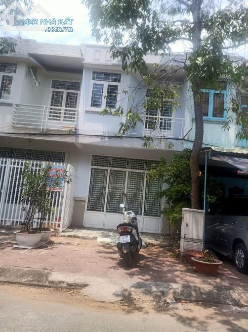bán 2 căn nhà 1 lầu đường số 44A và đường số 55, Khu Dân Cư 586 ,sổ hồng hoàn công .