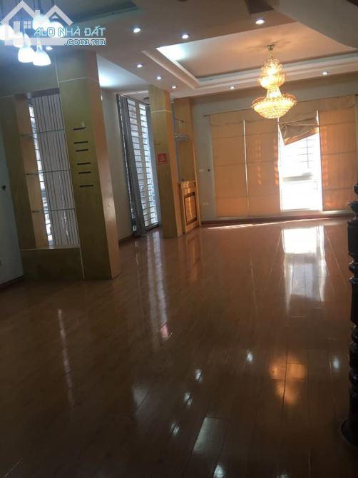 Nhà MẶT PHỐ KIM MÃ vị trí đẹp nhất phố 73m2 6 tầng mặt tiền 4,5m. thang máy.